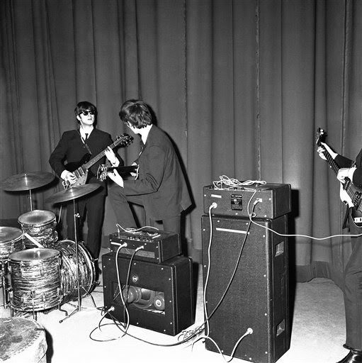 the vox ac50 amplifier the beatles in early 1964. Black Bedroom Furniture Sets. Home Design Ideas