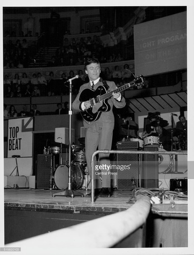 Gerry Marsden with AC50 and T60 bass cabinet on stage