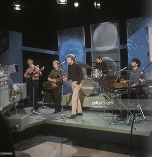 Manfred Mann, late 1964, with one small box AC50